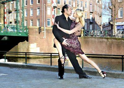 tango-buiten-voor-het-sieraad-rene-en-gabrielle